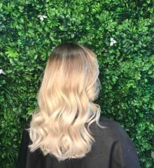 Balayage-root-strech_-Best-Gold-Coast-Hairdresser_Hair-La-Natural-2