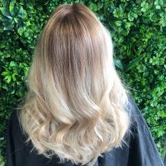 ashleigh-hairdressers-gold-coast-soft-bright-blonde-balayage