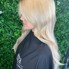 demelza-gold-coast-hair-dresser-legally-blonde