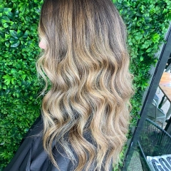 gold-coast-hair-dressers-creamy-balayage-waves